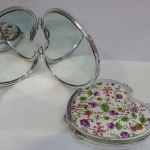 Дамско огледалце на цветя